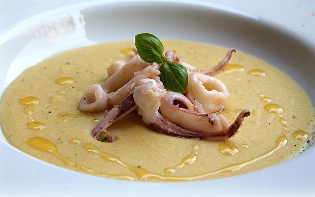zuppa di ceci calamaretti e olio extravergine toscano