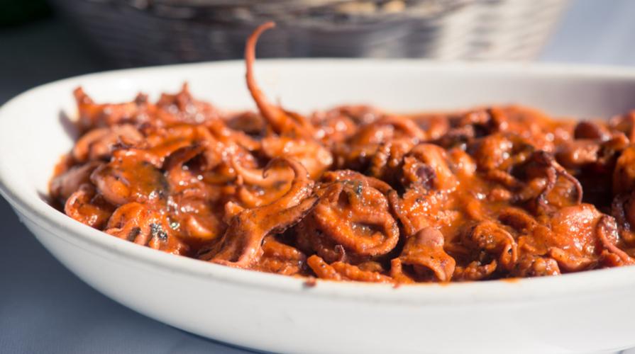 Moscardini capperi, olive nere e olio al peperoncino