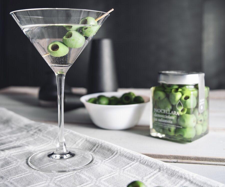 Martini Cocktail con Olive Verdi